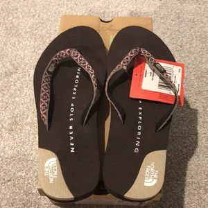 🎁NEW North Face Sandals🎁